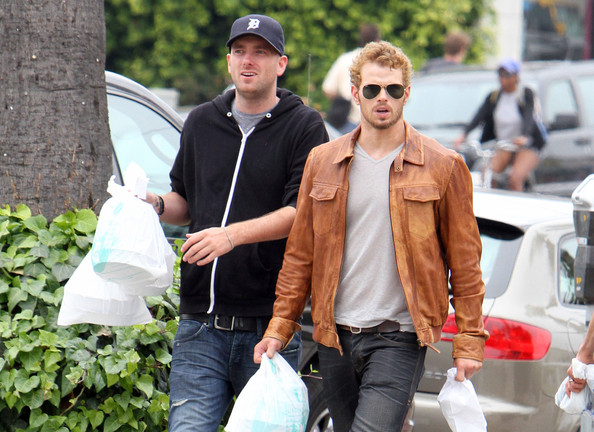 ?Immortals? actor Kellan Lutz picked up some take out in Venice, California on June 28, 2012 with one of his six brothers. Kellan smiled for the cameras on his way back to the car with his brother.