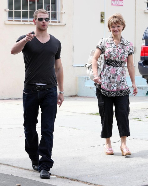 Actor Kellan Lutz and his mother Karen out for a walk in Studio City, CA. Kellen picked a flower for his mother while they walked to the Aroma Cafe to have lunch with his friend AnnaLynne McCord.
