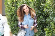 Kelly Brook Stops by a Hair Salon