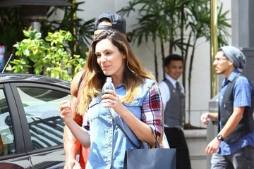 Kelly Brook Kelly Brook and David McIntosh Go Shopping