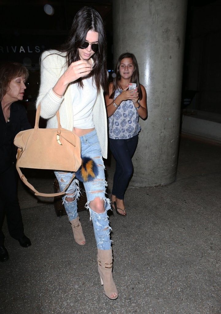 49ef9431a Kendall Jenner Photos - Kendall Jenner Lands at LAX Airport - 6192 ...