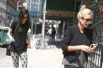 Kendall Jenner Kendall Jenner and Hailey Baldwin Hail a Cab
