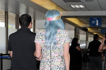 Kesha Kesha Catches a Flight at LAX