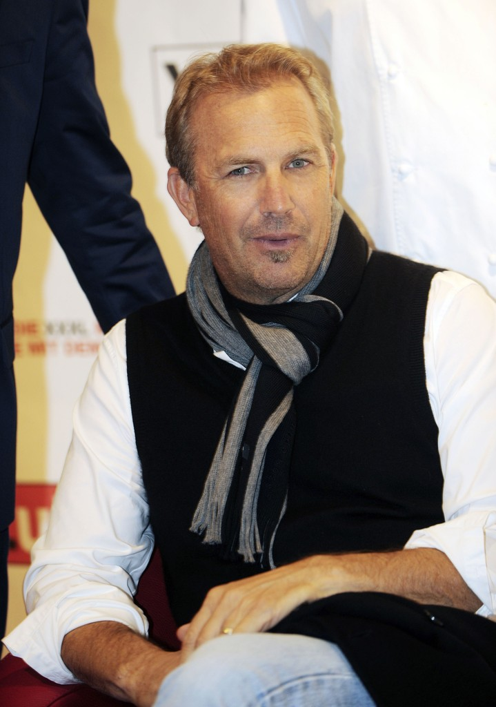 kevin costner photos photos kevin costner attending. Black Bedroom Furniture Sets. Home Design Ideas