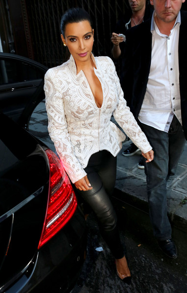 Kim Kardashian - Kim Kardashian And Kris Jenner Out For Dinner In Paris