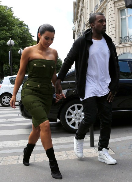 Kim Kardashian - Love Birds Kim Kardashian And Beau Kanye West Head Out Together In Paris