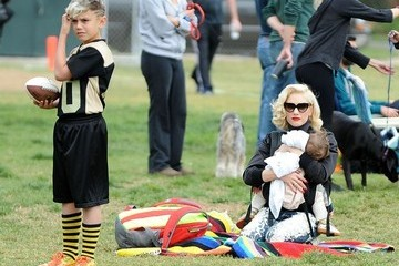 Kingston Rossdale Gwen Stefani Takes Her Boys To Their Football Game