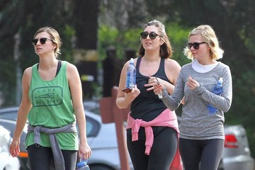 Kirsten Dunst Kirsten Dunst Out For a Hike With Friends