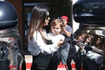 Kourtney Kardashian Kourtney Kardashian and Family Get Lunch