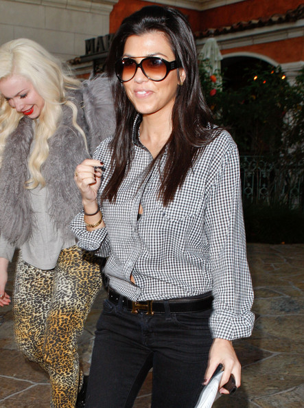 http://www3.pictures.zimbio.com/fp/Kourtney+Kardashian+Out+Dinner+Scott+Friend+lsl8YAgZwkel.jpg