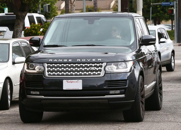 Range Rover car - Color: Black  // Description: wonderful