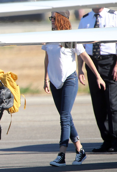 Kristen Stewart - Kristen Stewart & Robert Pattinson Fly In Private