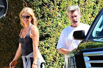 Kurt Russell Goldie Hawn and Kurt Russell Go out For a Morning Walk