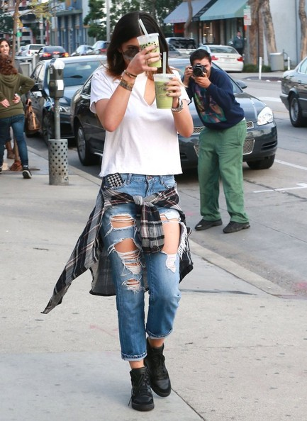 Kylie Jenner Photos Photos Kylie Jenner Gets Lunch At