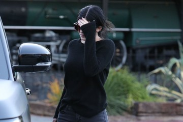 Kylie Jenner Kylie & Kendall Jenner Out For Lunch In Calabasas