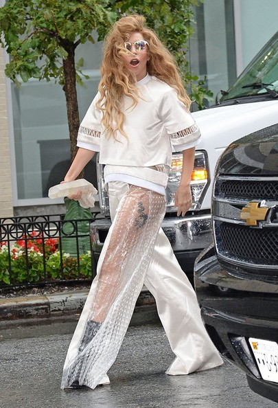 Lady Gaga Leaves Her Nyc Apartment