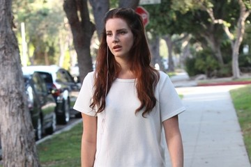 Lana Del Rey Lana del Rey Talks On The Phone While Out In West Hollywood