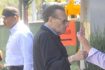 Larry King Larry King Grabs Lunch WIth Friends in Beverly Hills