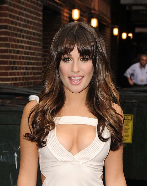 http://www3.pictures.zimbio.com/fp/Lea+Michele+Off+White+Dress+Right+Mark+Glam+JkYqZEh-9R1l.jpg