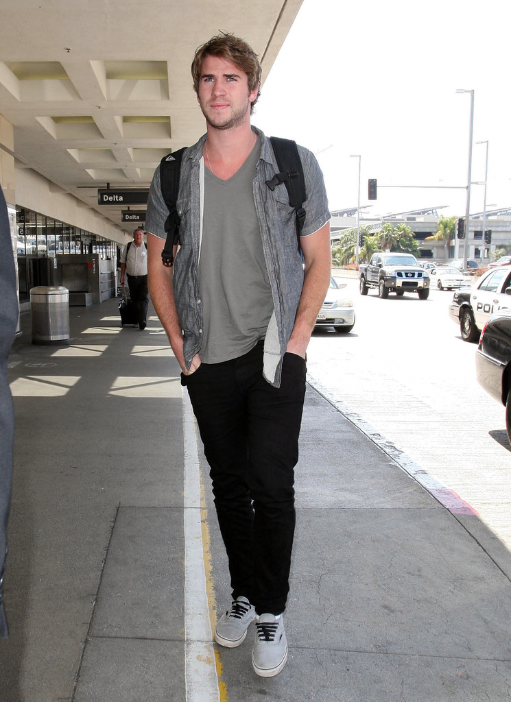 Liam Hemsworth Gets A Body Scan At LAX 5 of 19 - Zimbio