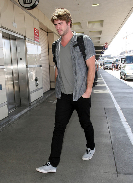Liam Hemsworth Photos Photos - Liam Hemsworth Gets A Body ...