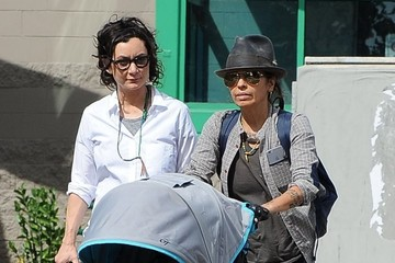 Linda Perry Rhodes Gilbert Perry Sara Gilbert and Linda Perry Take Their Son for a Walk