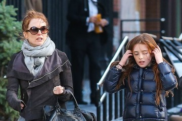 Liv Helen Freundlich Julianne Moore Out With Her Daughter 3
