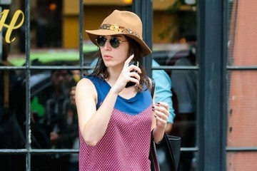 Lizzy Caplan Lizzy Caplan Leaves Her Hotel