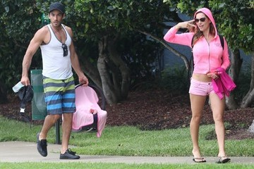 Lola Ponce Aaron Diaz Aaron Diaz & Lola Ponce Returning Home After A Boat Trip