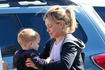 Luca Comrie Hilary Duff Shops for Groceries