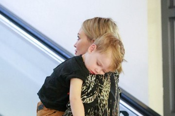 Luca Comrie Hilary Duff Takes Her Son To A Build-A-Bear Workshop