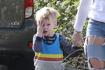 Luca Comrie Hilary Duff & Mike Comrie Take Luca To Breakfast
