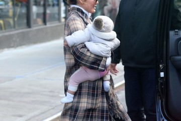 Luna Stephens Chrissy Teigen Out With Her Daughter In NYC