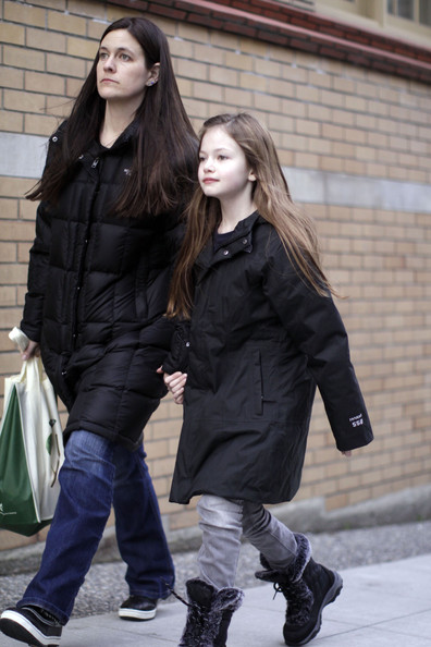 Mackenzie Foy - Mackenzie Foy Out Grocery Shopping With Her Mom