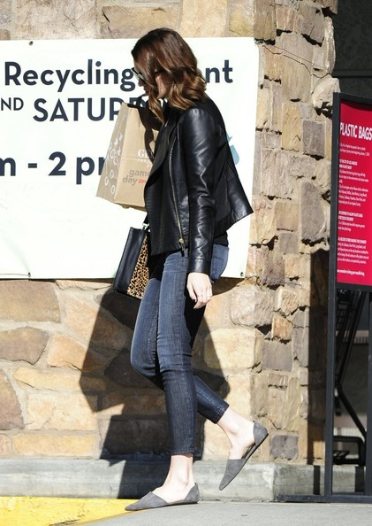 Mandy Moore - Mandy Moore Shops at Gelson's