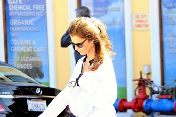 Maria Shriver Maria Shriver Steps Out in Brentwood