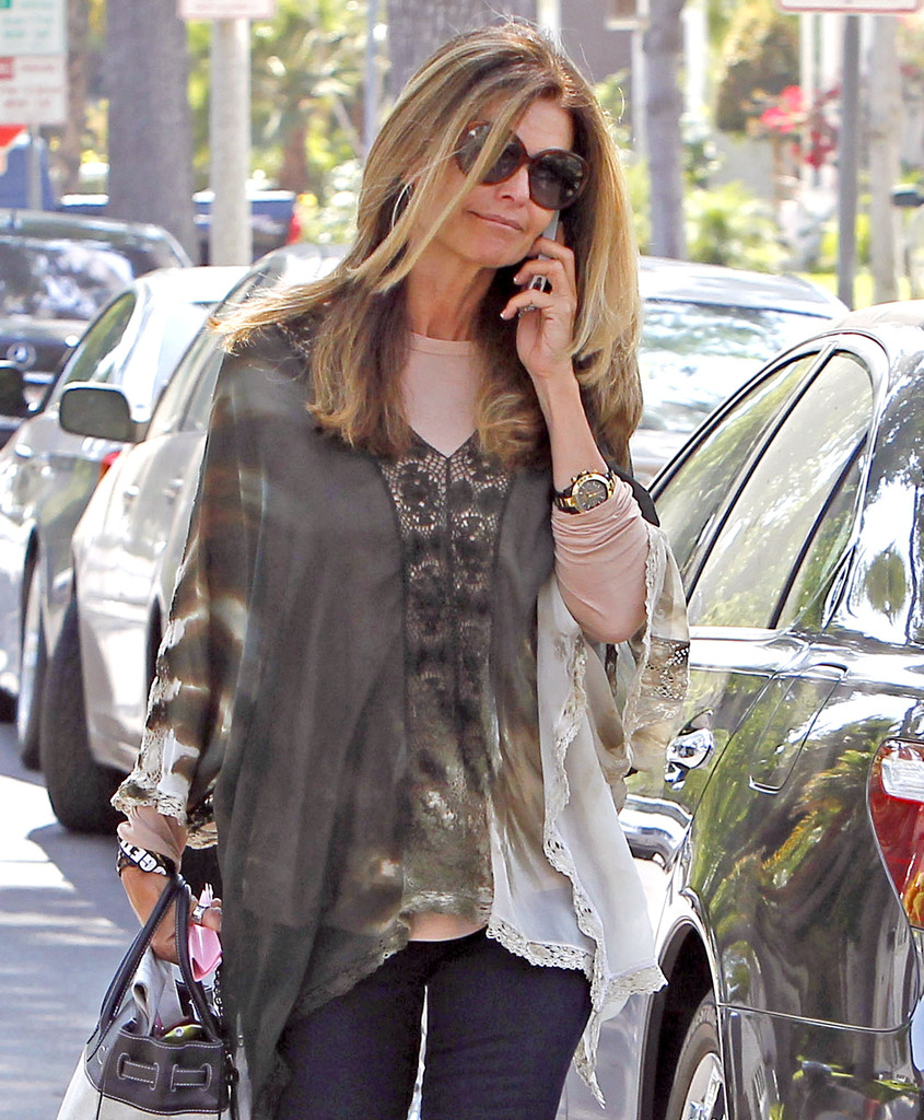Maria shriver arriving at the nick chavez hair salon zimbio for Nick s hair salon