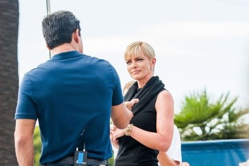 Mario Lopez Jaime Pressly Drops by the 'Extra' Set — Part 2