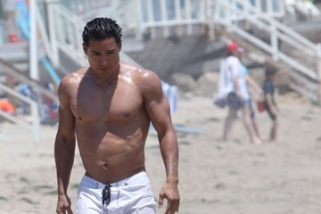 Mario Lopez Mario Lopez and Family Enjoy the 4th of July in Malibu