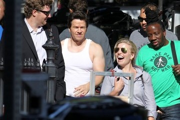 Mark Wahlberg Mark Wahlberg Shows Off His Arms on Set