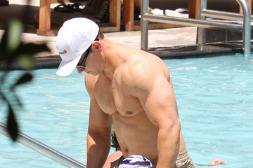 Grace Wahlberg Mark Wahlberg and Family Enjoy A Pool Day 2