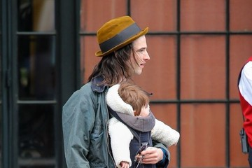 Marlowe Sturridge Tom Sturridge Out With His Daughter