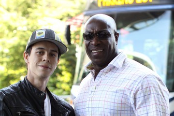Michael Clark Duncan Michael Clark Duncan Poses for Pics with Fans