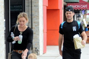 Mike Comrie Hilary Duff Going To A Birthday Party