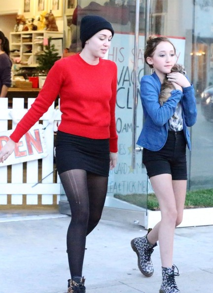Miley Cyrus Noah Cyrus Miley Cyrus And Noah Cyrus Photos Miley Cyrus Goes Pet Shopping With Mom Leticia And Sister Noah Zimbio