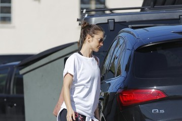 Minka Kelly Minka Kelly Gets Her Workout in