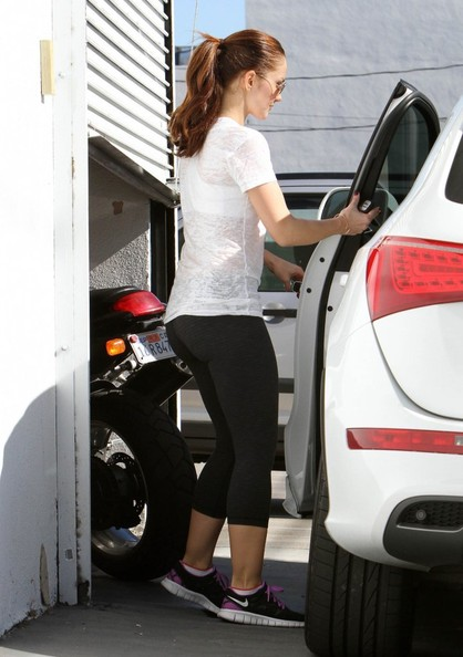 Minka Kelly - Minka Kelly Leaving The Gym