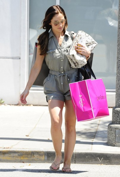 'Human' actress Minka Kelly leaves a tailoring store before stopping by a doctor's office in Beverly Hills, California on June 26, 2013.