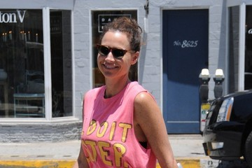 Minnie Driver Minnie Driver Leaves Earth Cafe