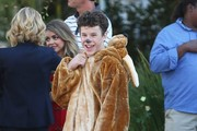 Stars from the hit show 'Modern Family' continue to film their Halloween episode in Los Angeles, California on September 19, 2014. Actress Sarah Hyland took a break from shooting to play with some puppies on set!<br /> Pictured: Sarah Hyland, Julie Bowen, Nolan Gould